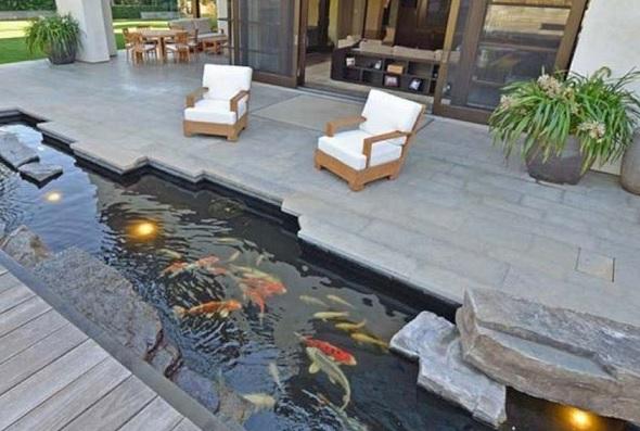 Kolam Ikan Mini di Teras Rumah