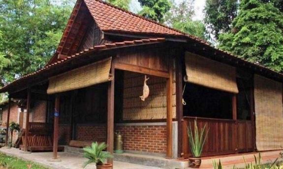 teras rumah kayu jawa